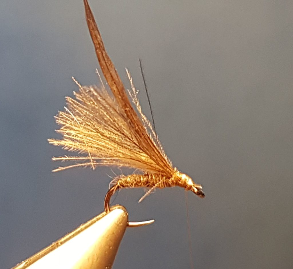 EM3 hackle mouche fly tyng eclosion emergente