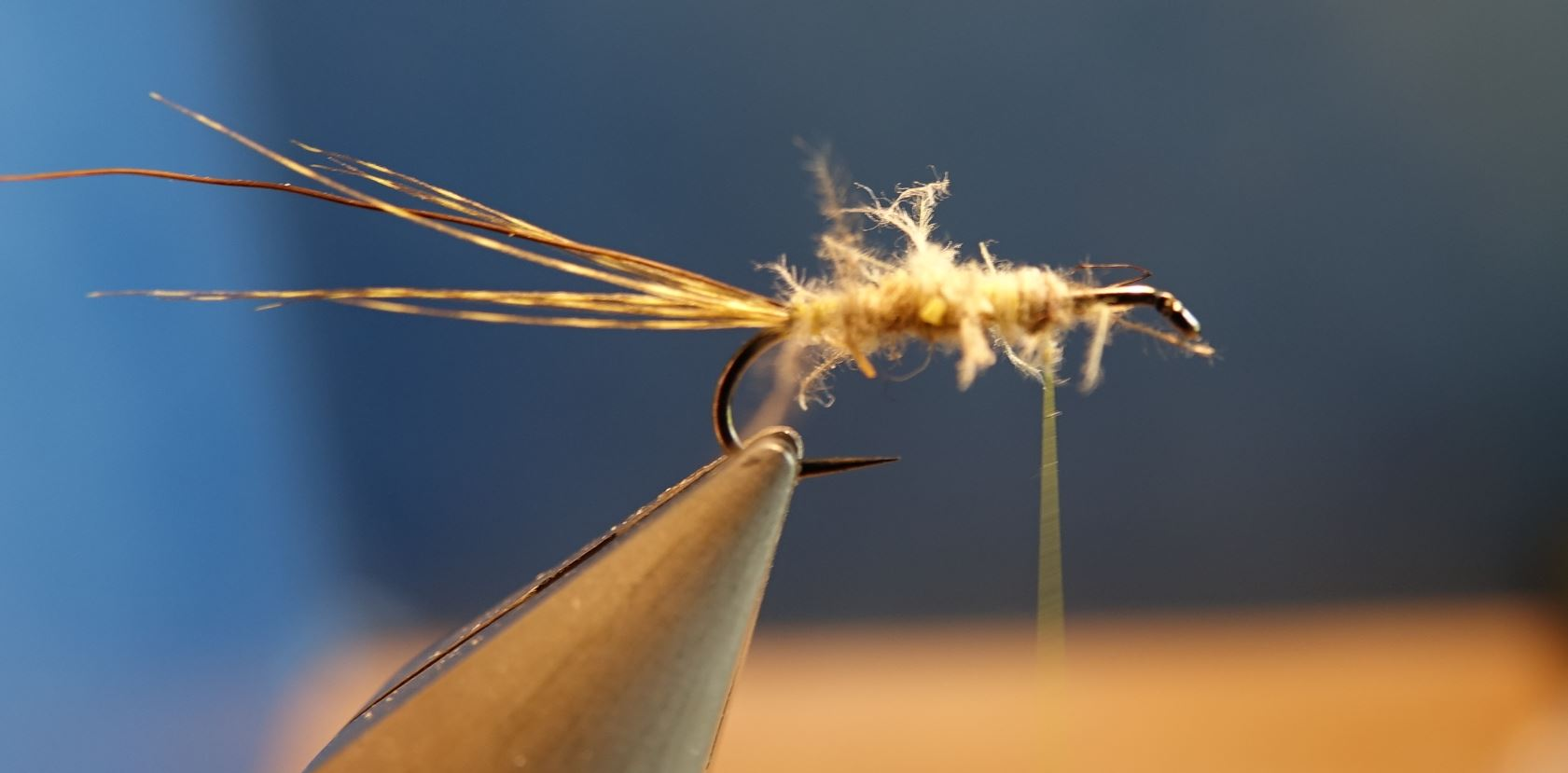 MDM mouche de mai CDC perdrix plume partridge mouche fly tying eclosion 1