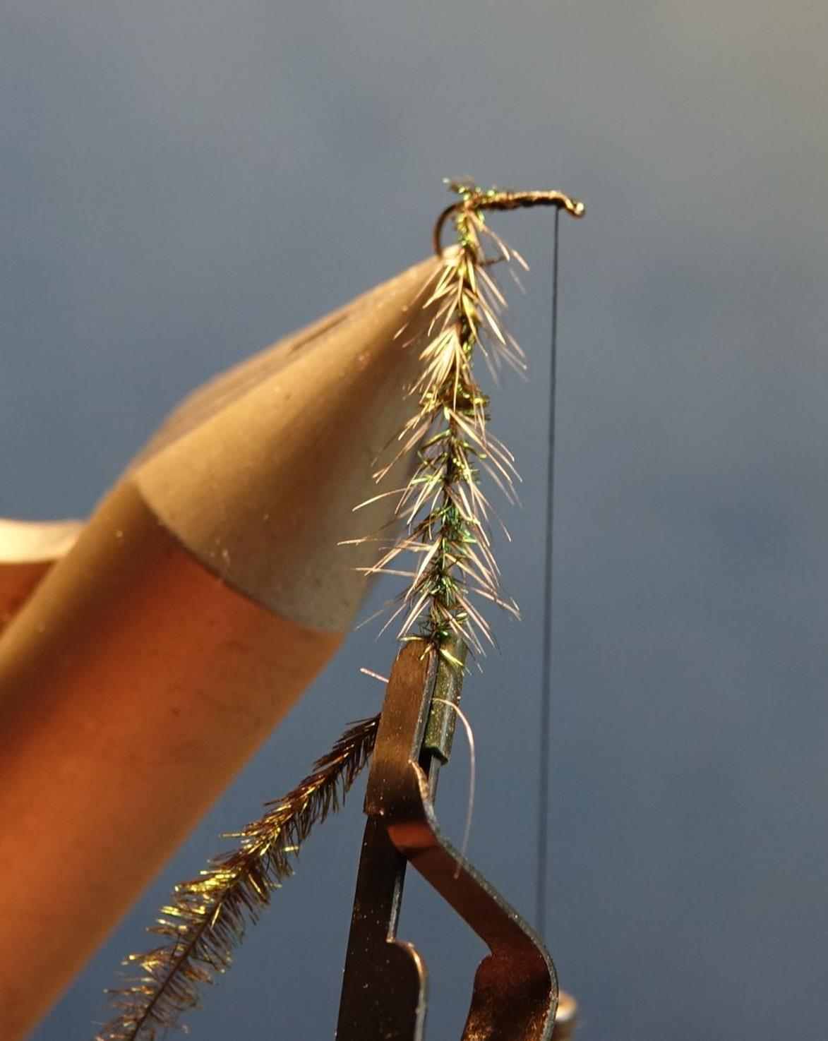 Gnat herl paon hackle grizzly mouche fly tying eclosion